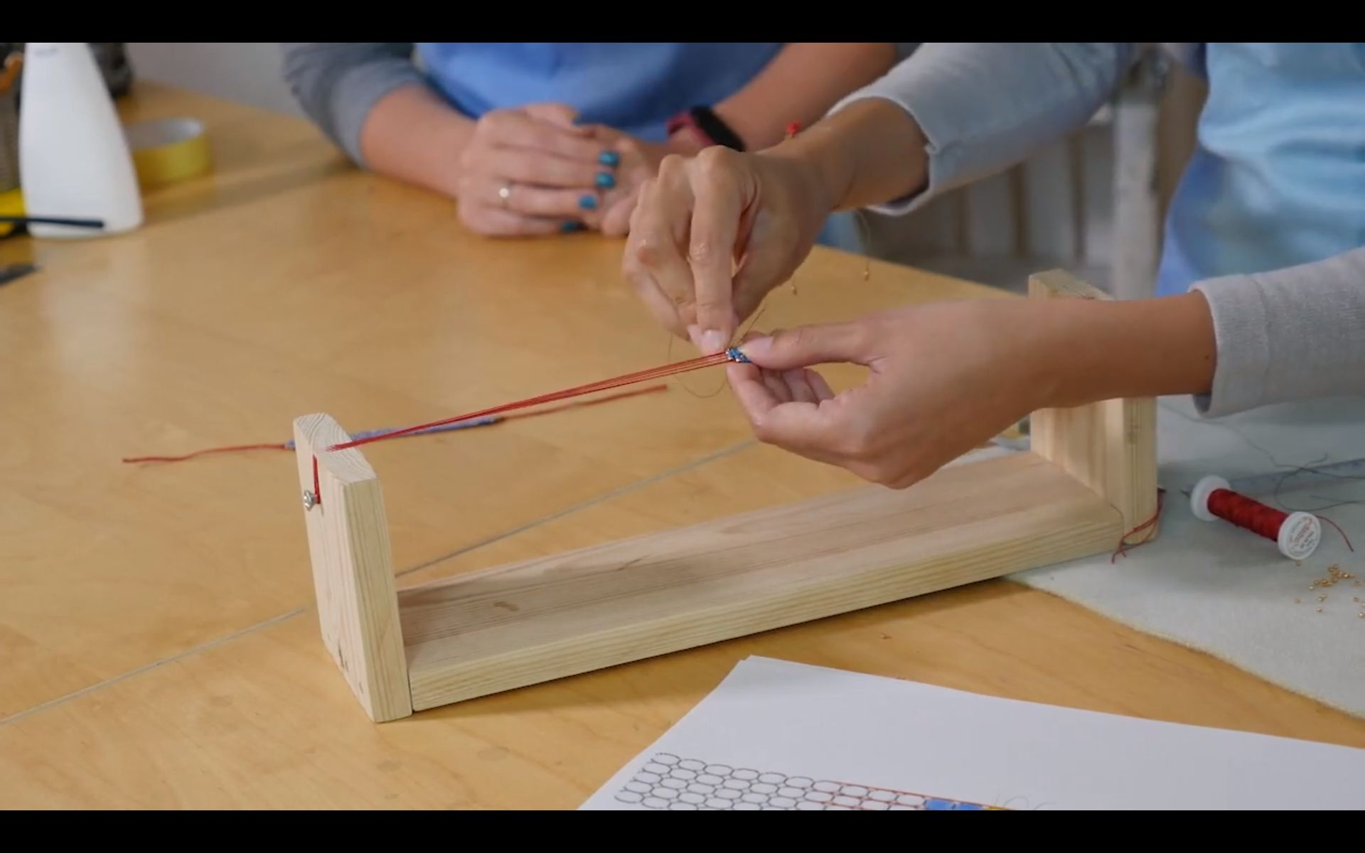 budowa krosna i wyplatanie bransoletki