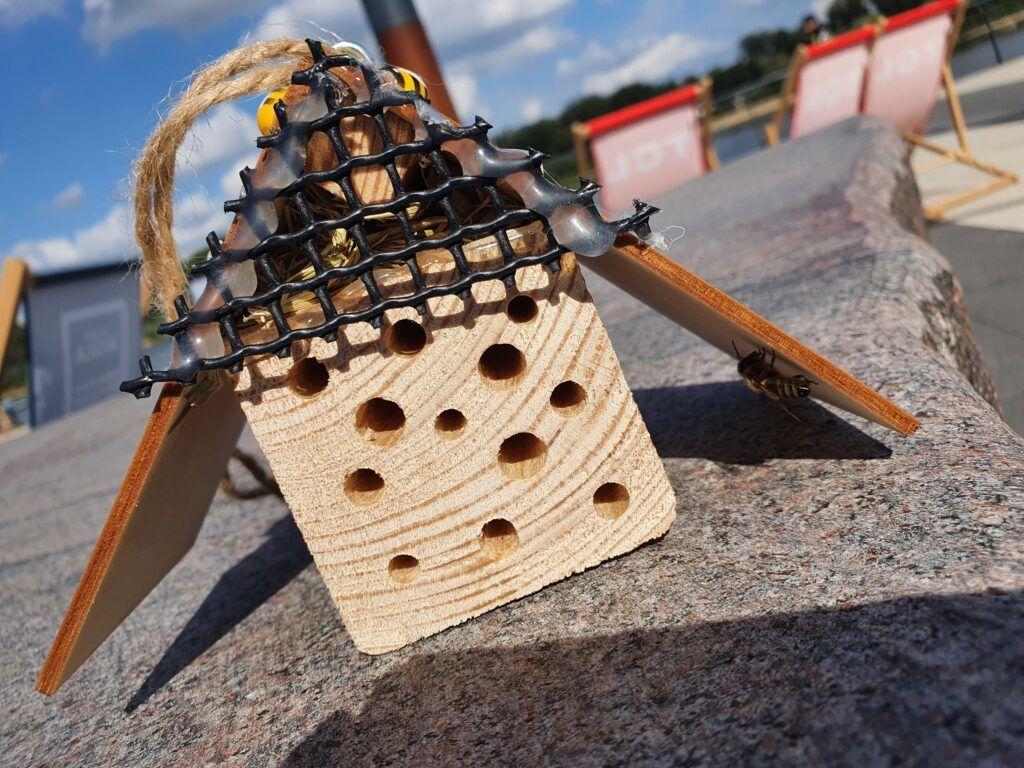 domek dlapszczół zpszczołą