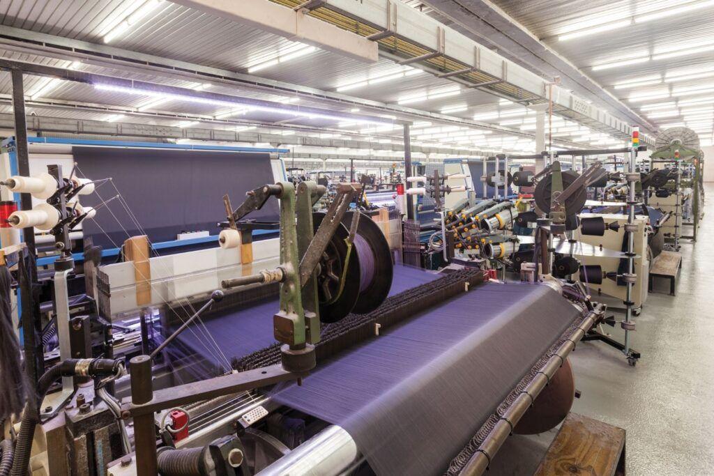 wnętrze fabryki tkanin